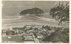 SANTOS – 1945. Cartão-postal da Praia do José Menino,por volta de 1945. Na imagem são vistos: O Hotel Internacional, A Ilha de Urubuqueçaba e o tradicional Clube dos Ingleses.