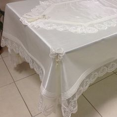 No photo description available. Linen Tablecloth, Table Linens, Handmade Crafts, Easy Crafts, Dining Table Cloth, Christmas Runner, Chantilly Lace, Table Covers, Ribbon Embroidery