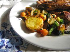 Entrecosto agridoce na companhia de batatas salteadas com legumes