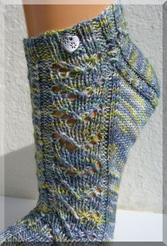 "Free crochet pattern house socks ""Dragon heart"" (socks) 5 pairs of Tchibotchibo socks Knit Leaf Pattern You Could Learn Easily Knitting Socks, Hand Knitting, Knitting Patterns, Crochet Patterns, Knit Socks, Crochet Beanie, Knit Or Crochet, Free Crochet, Patterned Socks"