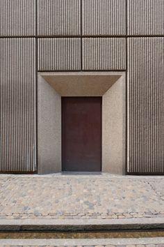 Precast concrete panels Brutalism and Bächle. Concrete Wall Texture, Concrete Facade, Stone Facade, Brick Facade, Precast Concrete Panels, Concrete Walls, Architecture Design, Concrete Architecture, Facade Design