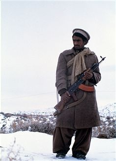 An Afghan mujahid. The mujahideen fought against the Soviet invasion of Afghanistan during the 1980s that began on December 25, 1979. | Location: Northern Afghanistan. Pin by Paolo Marzioli