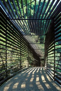 Idea Footbridge Crossing L'Areuse by Geninasca Delefortrie Architectes in Neuchatel, Switzerland Landscape Architecture, Interior Architecture, Landscape Design, Garden Design, Exterior Design, Interior And Exterior, Covered Walkway, Pedestrian Bridge, Shade Structure