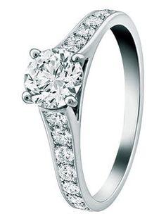 フィアンセの指には、その愛おしさの丈輝く逸品を