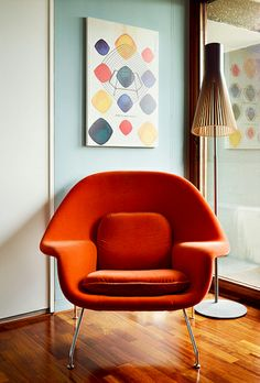 House Tour: Saarinen Womb Chair in a Classic and Colorful London Apartment. #Knoll