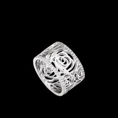 Camélia Ring in 18K white gold and diamonds. Large version. - CHANEL