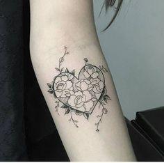 Mom Tattoos, Back Tattoos, Wrist Tattoos, Cute Tattoos, Beautiful Tattoos, Flower Tattoos, Body Art Tattoos, Small Tattoos, Tatoos