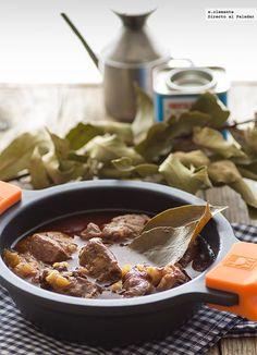 Morcillo de ternera estofado con laurel y pimentón. Receta