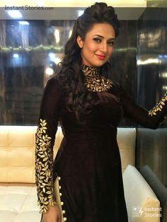 Divyanka Tripathi Dahiya is an Indian Actress, who is working in Hindi Television industry. Tripathi made her Pakistani Dress Design, Pakistani Dresses, Indian Dresses, Indian Outfits, Kurti Designs Party Wear, Kurta Designs, Blouse Designs, Indian Designer Outfits, Designer Dresses