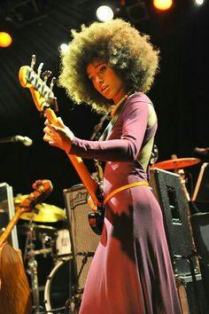 The goddess of jazz bass Esperanza Spalding Jazz Artists, Jazz Musicians, Esperanza Spalding, Guitar Girl, Pelo Natural, Women In Music, Smooth Jazz, Jazz Blues, Skinny Belt