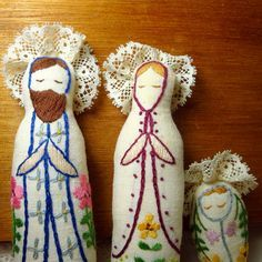 love these little embroidered nativity set dolls!