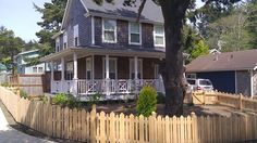 House vacation rental in Lincoln City Olivia beach, sleeps 10, $195/nt, hottub, dogs