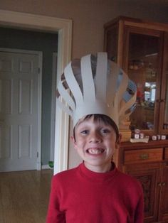 How to make a chef's hat! Love it for our Master Chef mornings! Hat Crafts, Crafts To Do, Paper Chef Hats, Chef Hats For Kids, Summer Arts And Crafts, Baking Party, Diy Hat, Camping Crafts, Preschool Art