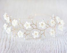 Flower crown, crown with white flowers, gray - wedding dress ideas Pearl Headpiece, Flower Headpiece, Headpiece Wedding, Bridal Tiara, Bridal Headpieces, Pearl Bridal, Bridal Crown, Floral Crown Wedding, Wedding Dress