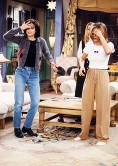 rachel green outfits style Monica Gellers Wardrobe Was Actually the Coolest Thing on Friends Monica Geller style: Tv Show Outfits, Style Outfits, Hip Hop Outfits, Mode Outfits, Casual Outfits, Rachel Green Outfits, Estilo Rachel Green, Rachel Green Style, Rachel Green Fashion