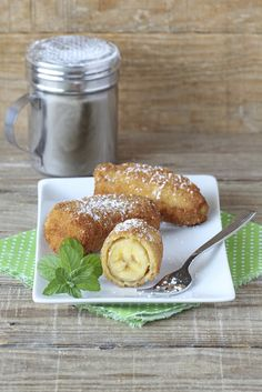 Banana Fritter Recipe - Pandaw Cruises (Mekong River)  Batter Cake flour	500 g Custard powder	150 g Sesame seed  Baking powder ½ tea spoon Sugar	200 g Coconut milk	350 ml Egg whole	2 pcs Water	150 ml  Method Put all ingredient in a bowl mix well. Use Banana ripe, peel and cut length wise. Put cooking oil 3 litters in a deep fried pan and heat the oil until hot. Put banana in the batter and deep fried until the banana become golden colour and crispy. Normally we serve with honey or syrup.