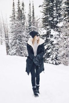 Take a look at 15 warm snow day winter outfits to try in the photos below and get ideas for your own outfits! 4 ways to stay warm + stylish in the snow, sorel boots Image source Winter Outfits For Work, Winter Outfits Women, Winter Fashion Outfits, Autumn Winter Fashion, Fall Outfits, Cute Outfits, Winter Snow Outfits, Outfit Winter, Outfits For The Snow