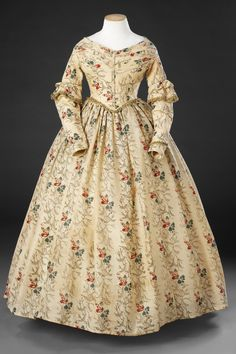 February 14 2017 at 06:40AM from historicaldress
