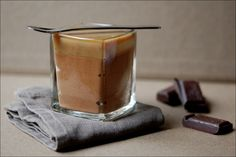 Karamel Mousse als zachte vulling in een chocolade cupcake