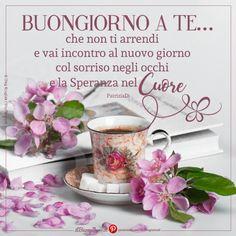 Buongiorno a te che non ti arrendi Messages, Happy Birthday Wishes, Good Morning Quotes, Happy Day, Good Day, Place Card Holders, Barbarella, Sicilian, Italian Style