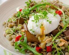 Salade de lentilles, pomme caramélisée et oeuf poché : http://www.fourchette-et-bikini.fr/recettes/recettes-minceur/salade-de-lentilles-pomme-caramelisee-et-oeuf-poche.html