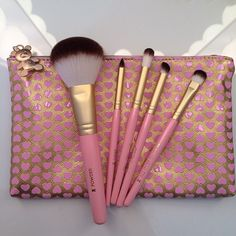 Too Faced. Cruelty Free Teddy Bear Brushes