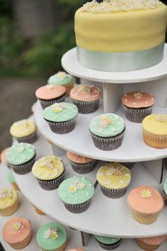 Mint & Yellow cupcake wedding #ido #inspiration #cupcakes #mink #yellow #peach