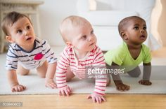 Stock Photo : Babies all looking at something