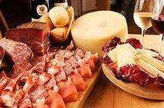 Artisan food of Tuscany - Pecorino Cheese and Prosciutto