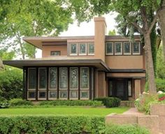 The iconic Prairie Purcell-Cutts House is one of the most famous houses in Minneapolis.