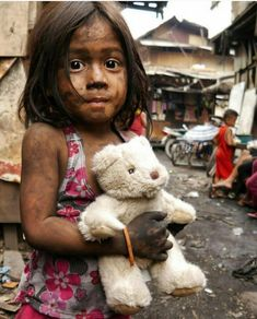 Victims of poverty Save The Children, Poor Children, Precious Children, Beautiful Children, Beautiful People, Poor Kids, Kids Around The World, People Around The World, Mundo Cruel