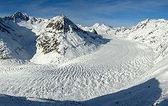 Le glacier d'Aletsch est le plus grand glacier des Alpes, situé dans le sud de la Suisse dans le canton du Valais.  http://fr.wikipedia.org/wiki/Canton_du_Valais