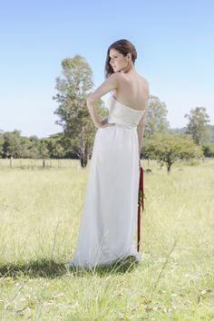 .Confira todos os modelos em: www.oamoresimples... #vestidodenoiva #oamorésimples #casamentonocampo #casamentonapraia #casamentonositio #casamentonafazenda #casamentonalagoa #weddingplan #casandosemgrana #amor #love #noiva2015 #noiva2016 #noivalinda #lavemanoiva
