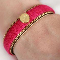 This beautiful bracelet will bring color and a unique touch to your outfit! Get it here / ¡Este bello brazalete traerá color y un toque único a tu outfit! Consíguelo aquí