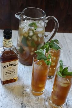 Tennessee Honey Peach Tea - Jack Daniel's Tennessee honey, peach puree, iced tea, mint Holy God get it in my life right now! Party Drinks, Cocktail Drinks, Cocktail Recipes, Alcoholic Drinks, Beverages, Whiskey Cocktails, Tea Party, Smoothie Drinks, Smoothies