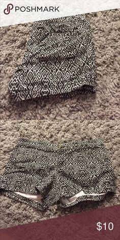 Barely worn American eagle patterned shorts! Barely ever worn adorable American eagle patterned shorts! American Eagle Outfitters Shorts