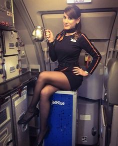 Flight Girls, Female Pilot, Black Stockings, Great Legs, Cabin Crew, Flight Attendant, Sexy Legs, Nylons, Pantyhose Outfits