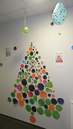 arbres Kusama, Buren et Vandenbogaard chez Blandine: tribune libre sapin kusama chez Blandine Unique Christmas Trees, Noel Christmas, Holiday Tree, Xmas Tree, Christmas Crafts, Diy And Crafts, Crafts For Kids, Paper Tree, Theme Noel