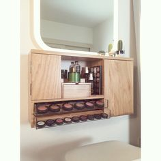 Wall Mounted Makeup Organizer Vanity yellow wood grain por bleachla
