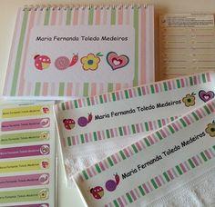 Muito lindo esse kit da Maria Fernanda! Caderno de Desenho, toalhinhas, etiquetas vinil e etiquetas transfer! Tudo personalizado com muito carinho pela equipe Fabee Store! #kitpersonalizado #fabeestore