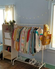 New vintage retro room ideas Cute Room Ideas, Cute Room Decor, Room Ideas For Teens, Indie Room Decor, Indie Bedroom, Retro Room, Vintage Room, Bedroom Vintage, Vintage Diy