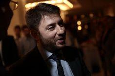 En Arxikos Politis: Το ζήτημα δεν είναι να εναλλάσσονται στην εξουσία ...