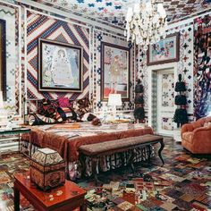 The quilted master bedroom designed by Gloria Vanderbilt (c. for the New York townhouse where she and husband Wyatt Cooper lived with her two sons from a previous marriage and the couple's two sons, Carter and Anderson Cooper. World Of Interiors, Bohemian Furniture, Bohemian Decor, Bohemian Style, Furniture Vintage, Unique Furniture, Boho Chic, City Bedroom, Bedroom Decor