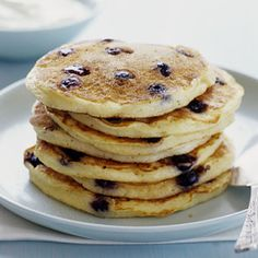 Whole-Wheat Blueberry Pancakes - Healthy Recipe Makeovers - Health Mobile Top Recipes, Other Recipes, Diabetic Recipes, Summer Recipes, Great Recipes, Favorite Recipes, Healthy Recipes, Healthy Breakfasts, Healthy Baking