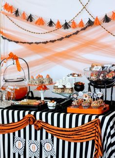 Halloween Dessert Table, Halloween Food, Halloween Home Decorations, DIY Halloween Dessert Black and orange are traditional colors for Halloween.Enjoy our collections and make your Halloween event fun, festive and memorable with these scary desserts! Retro Halloween, Décoration Table Halloween, Halloween Tisch, Halloween Backdrop, Happy Halloween Banner, Halloween Desserts, Halloween Birthday, Diy Halloween Decorations, Holidays Halloween