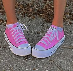 Aesthetic Shoes, Pink Aesthetic, Aesthetic Clothes, Indie Kids, Outfit Look, Hype Shoes, Fresh Shoes, Aesthetic Pictures, Chuck Taylor Sneakers
