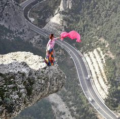 Woman Falls From Balcony While Attempting Extreme Yoga Pose Beautiful World, Beautiful Places, Places To Travel, Places To Visit, Scary Places, Strange Photos, Very Scary, Cool Pictures, Scenery