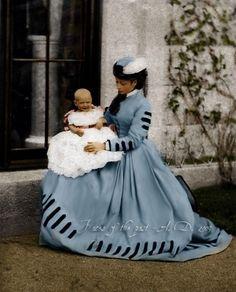 Grande-duchesse Alice de Hesse (1843-1878) et sa fille aînée Victoria (1863-1950)