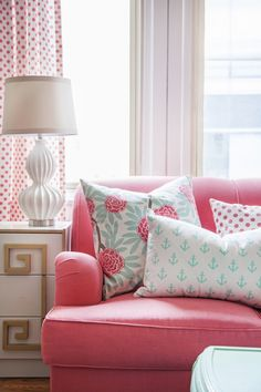 Pink Couch - Design photos, ideas and inspiration. Amazing gallery of interior design and decorating ideas of Pink Couch in bedrooms, living rooms, girl's rooms, laundry/mudrooms by elite interior designers - Page 1 Deco Rose, Pink Couch, Shabby Chic Pink, My New Room, Apartment Living, Home And Living, Room Inspiration, Family Room, Living Spaces