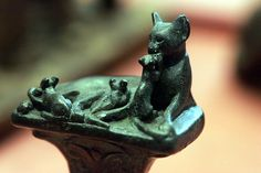 Cat playing with three kittens - Egyptian Bronze Cats In Ancient Egypt, Ancient Art, Statues, Egyptian Cats, Ancient Civilizations, Bronze Sculpture, Cool Cats, Cat Art, Art History